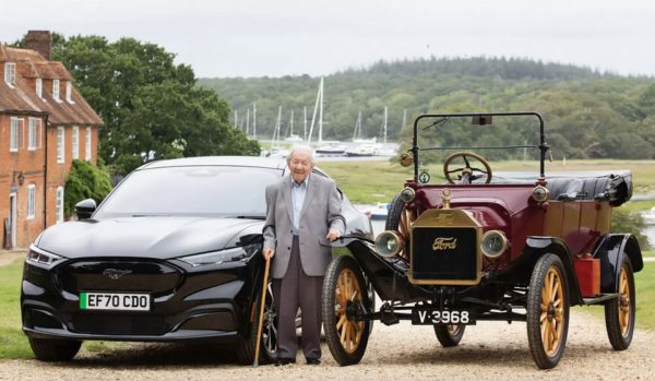 Sceglie Ford per oltre 90 anni: a 101 anni guida la Mustang Mach-E - Unicar Spa